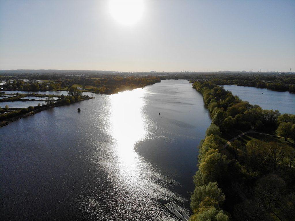 Auf Höhe der Regattastrecke zweigt zudem die Gose Elbe von der Dove Elbe ab (oben links). Foto: Sascha Tegtmeyer
