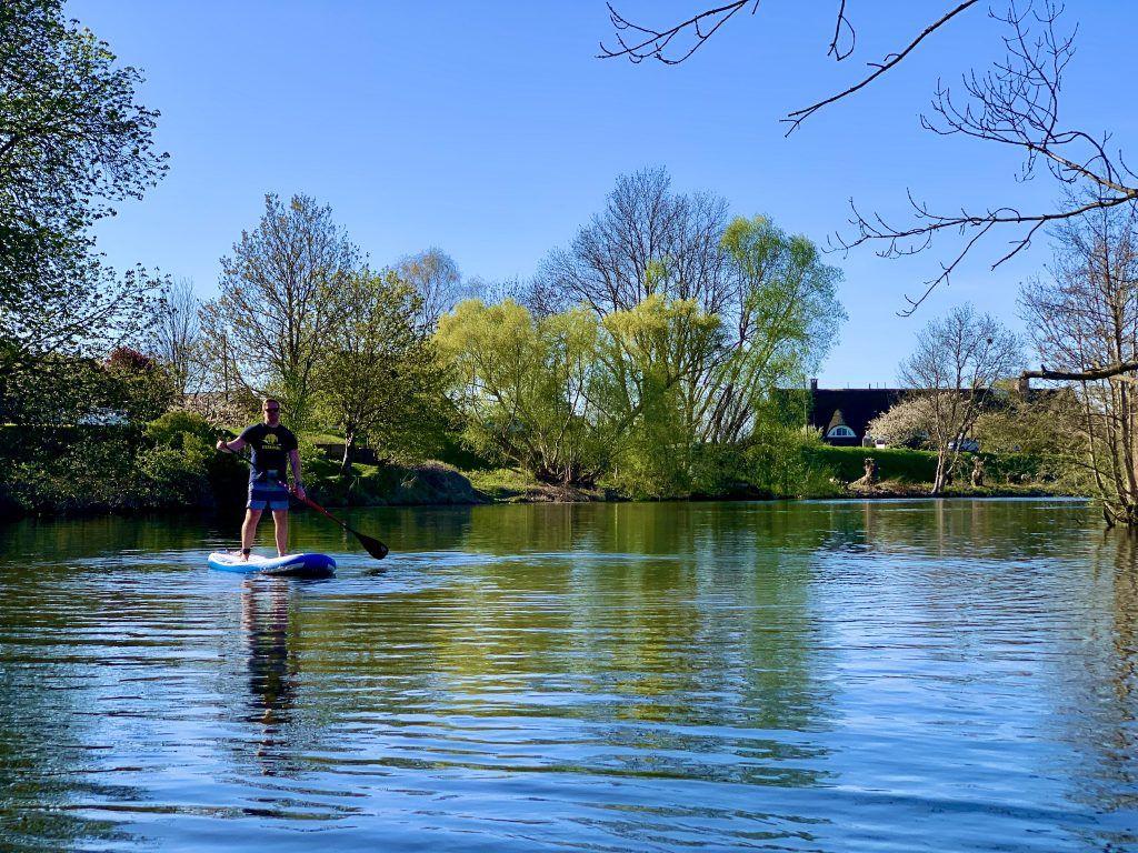 Die Dove Elbe bietet Natur pur – und insbesondere unter der Woche hat man den Fluß halbwegs für sich. Foto: Michael B.