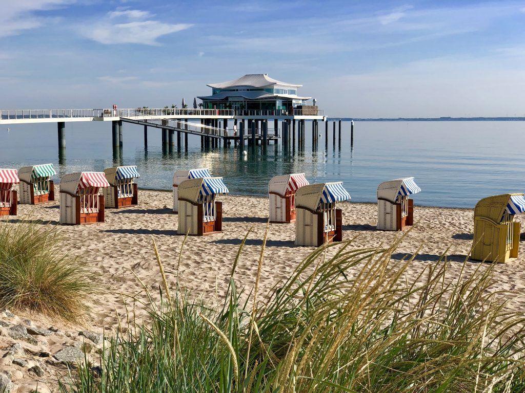 Blick auf die Seebrücke von Timmendorfer Strand: viele Urlauber freuen sich auf einen Urlaub am Meer. Foto: Sascha Tegtmeyer