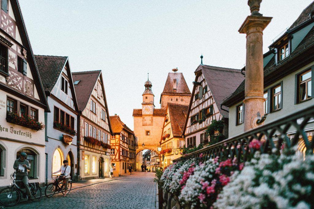 Viele kleine und urige Dörfer und Städte – so stellen sich viele einen Urlaub in Deutschland vor. Foto: Unsplash