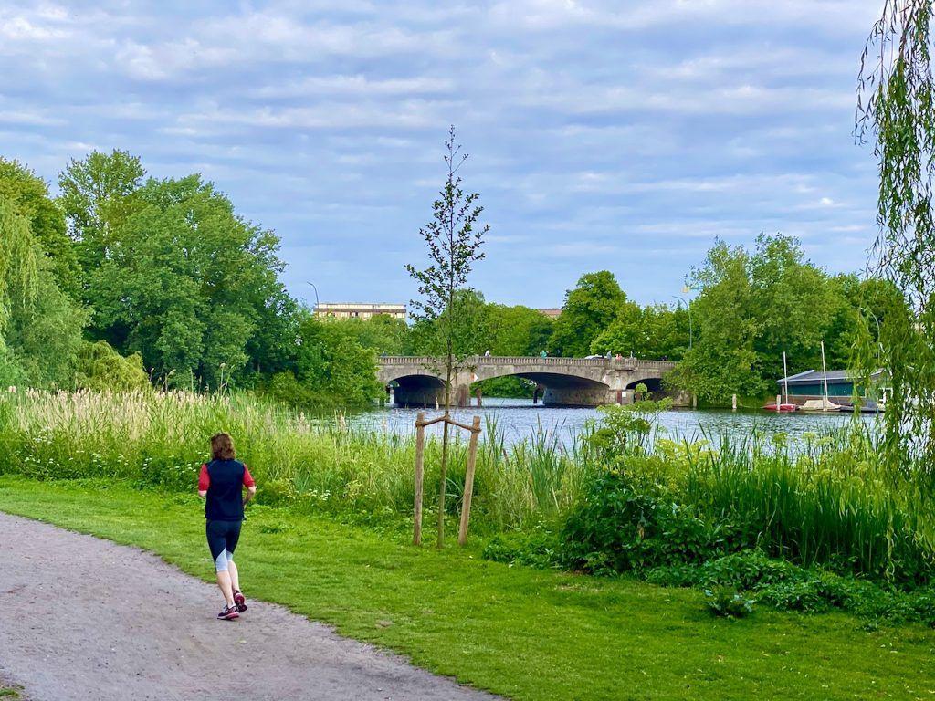 Joggen in Hamburg: Alster, Stadtpark und weitere Laufstrecken – wir stellen Euch einige Routen vor.