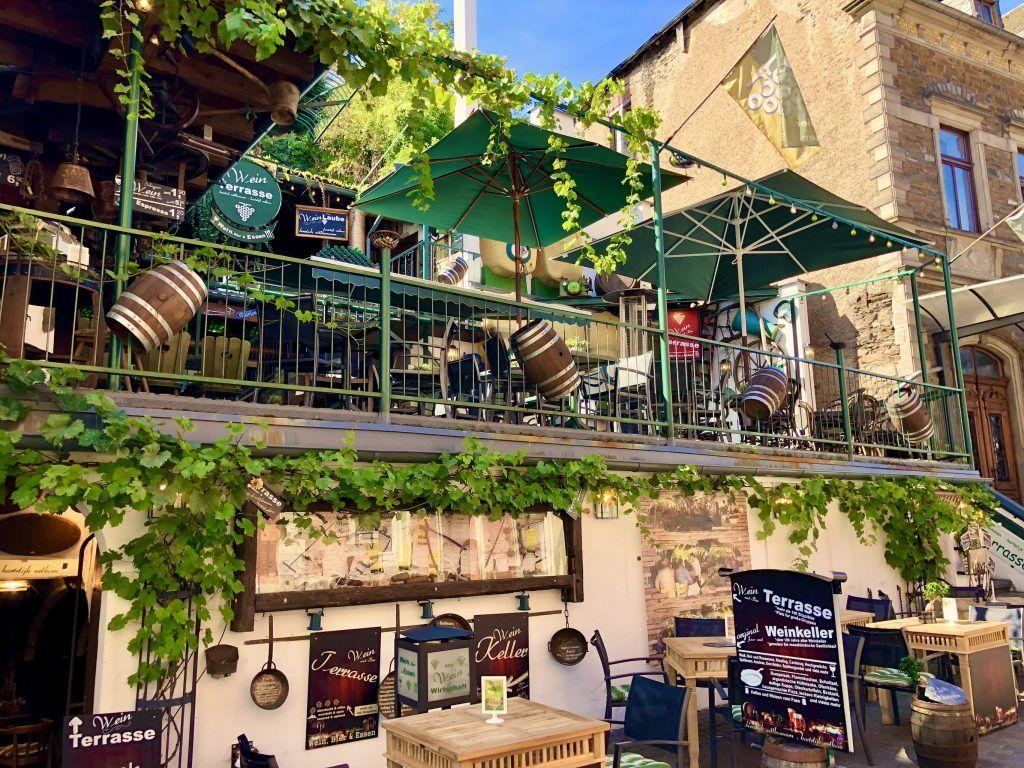 In Cochem steht die Gastronomie im Zeichen des Weins. Foto: Sascha Tegtmeyer