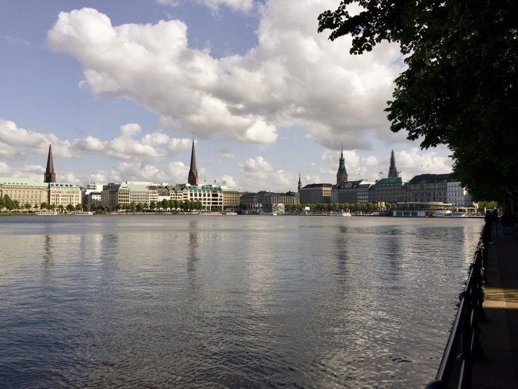 Blick auf die Binnenalster – sollte man auf dem Hamburg Städtetrip zumindest einmal besucht haben. Foto: Sascha Tegtmeyer