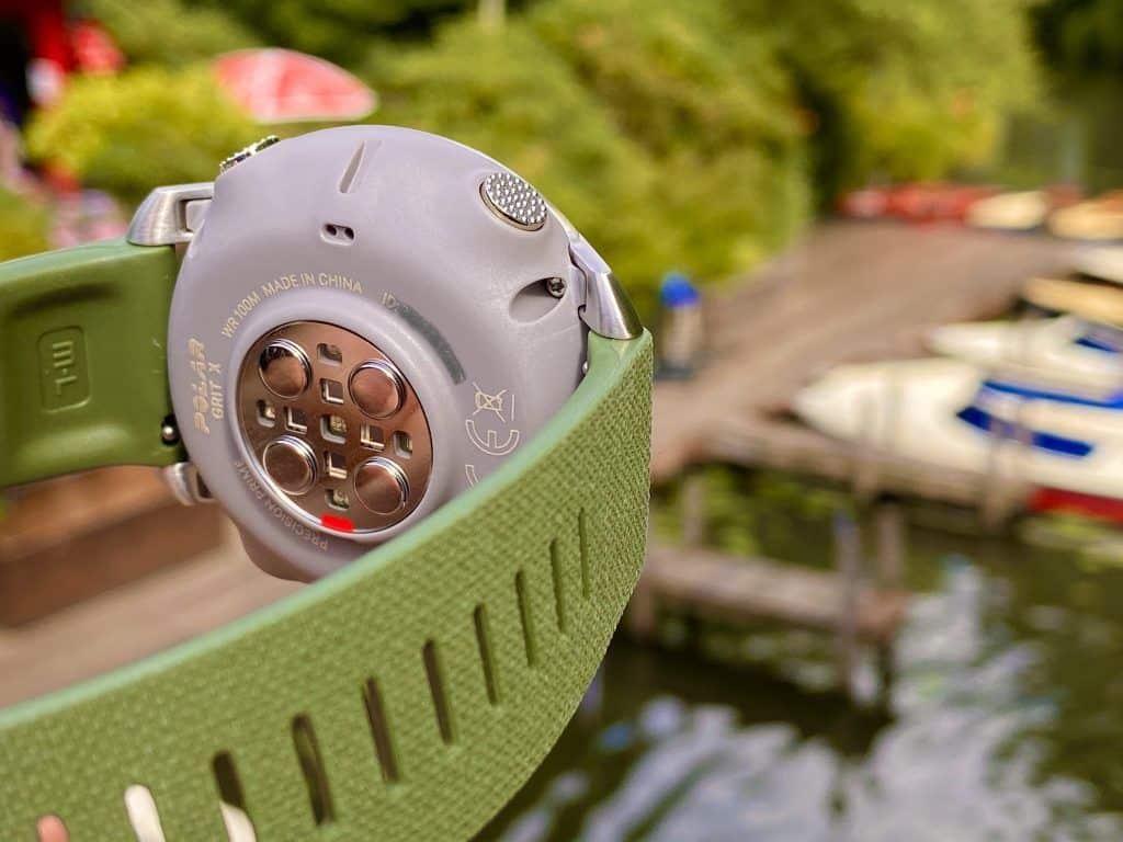 Der Herzfrequenzsensor auf der Unterseite der Sport-Smartwatch arbeitet sehr zuverlässig. Foto: Sascha Tegtmeyer