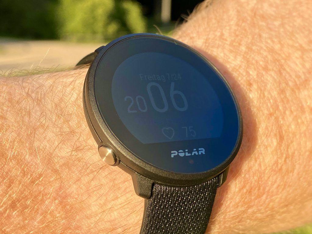 Polar Unite Test: Das Display der Sportuhr ist auch bei Sonneneinstrahlung leicht ablesbar. Foto: Sascha Tegtmeyer