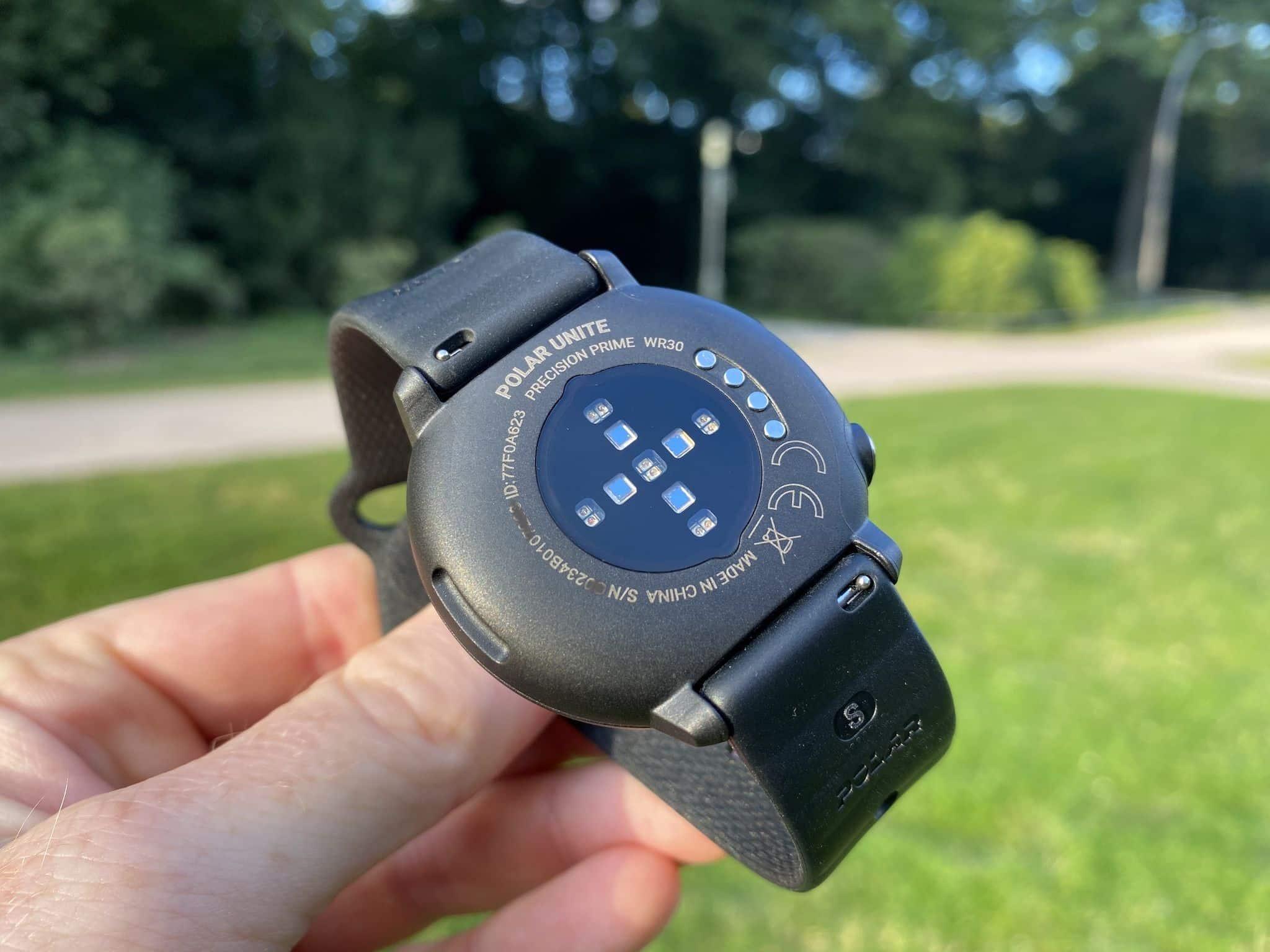 Der optische Herzfrequenzsensor sitzt auf der Unterseite der Smartwatch und funktioniert wie vom Hersteller Polar gewohnt sehr zuverlässig. Foto: Sascha Tegtmeyer