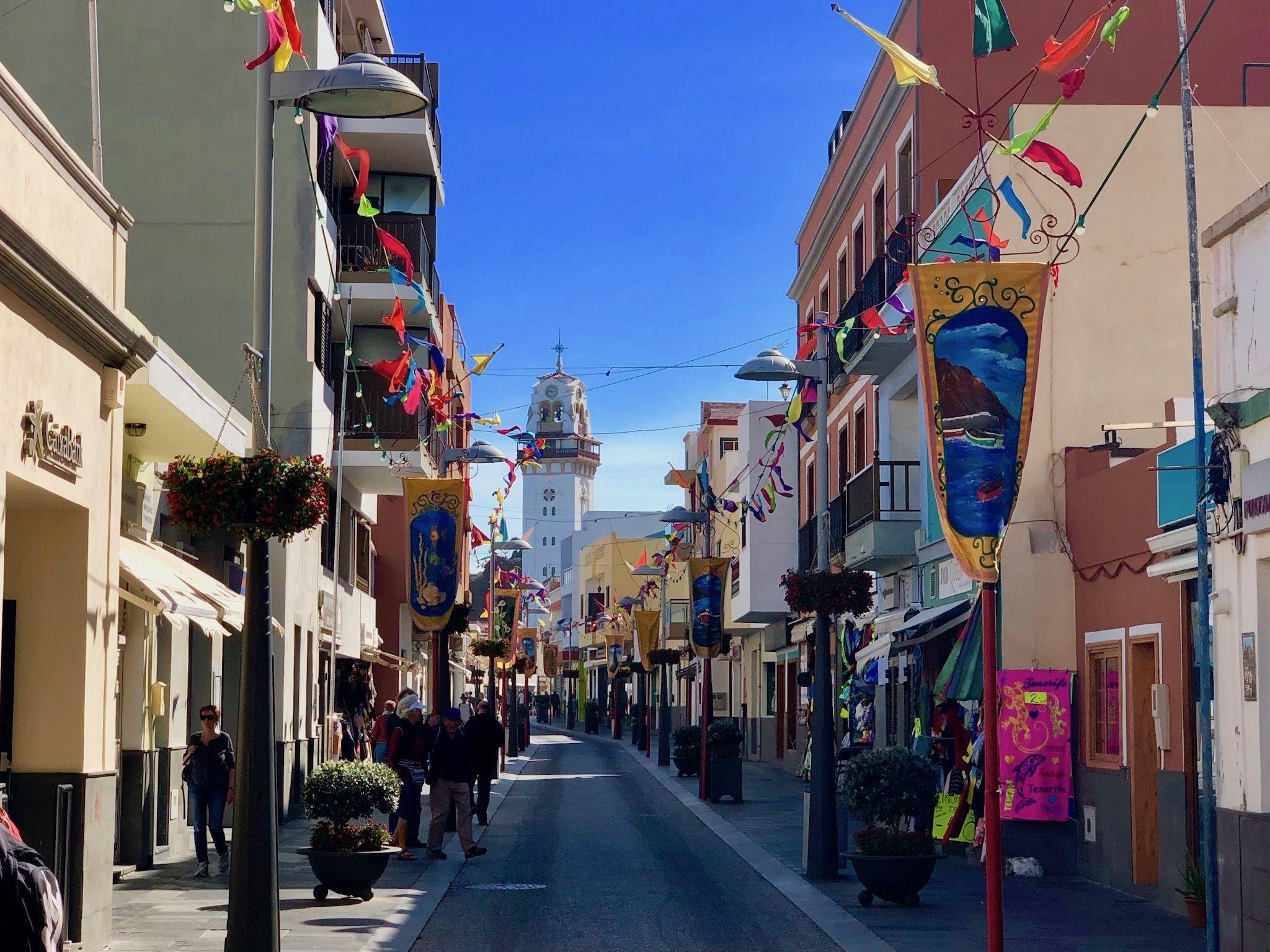Die Fußgängerzone von Candelaria: die Stadt ist festlich geschmückt. Foto: Sascha Tegtmeyer