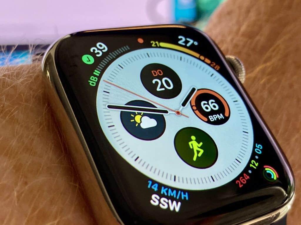 Der Smartwatch-Hersteller Apple hat das Watch Face Design bei seiner Apple Watch auf die Spitze getrieben: Der sogenannte Infograph besitzt acht Komplikationen plus Uhrenanzeige und kann mit individuell ausgewählten Informationen bestückt werden. Foto: Sascha Tegtmeyer