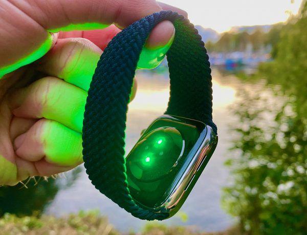 Apple Watch Solo Loop Test: Das geflochtene Smartwatch-Armband sitzt perfekt am Handgelenk. Foto: Sascha Tegtmeyer