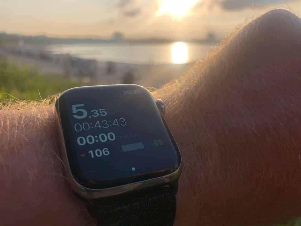 GPS Tracking Smartwatch: Mit der Sportuhr lassen sich Distanzen messen und präzise navigieren. Foto: Sascha Tegtmeyer