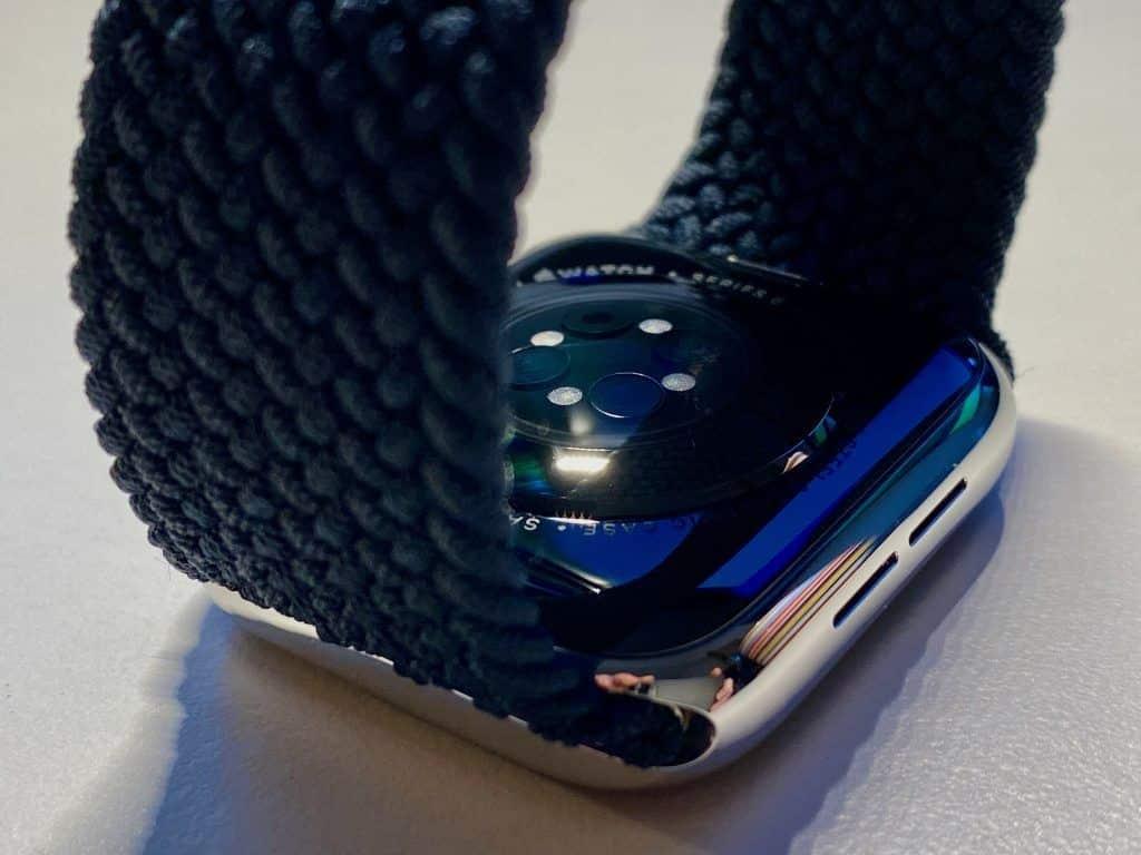 Die Apple Watch Series 6 ist defintiv ein Kauf für Outdoor-Enthusiasten und ambitionierte Sportler – Besitzer der direkten Vorgänger könnten auch erwägen, sich anstatt der neuen Smartwatch auch einfach das (geflochtene) Solo Loop zuzulegen. Foto: Sascha Tegtmeyer