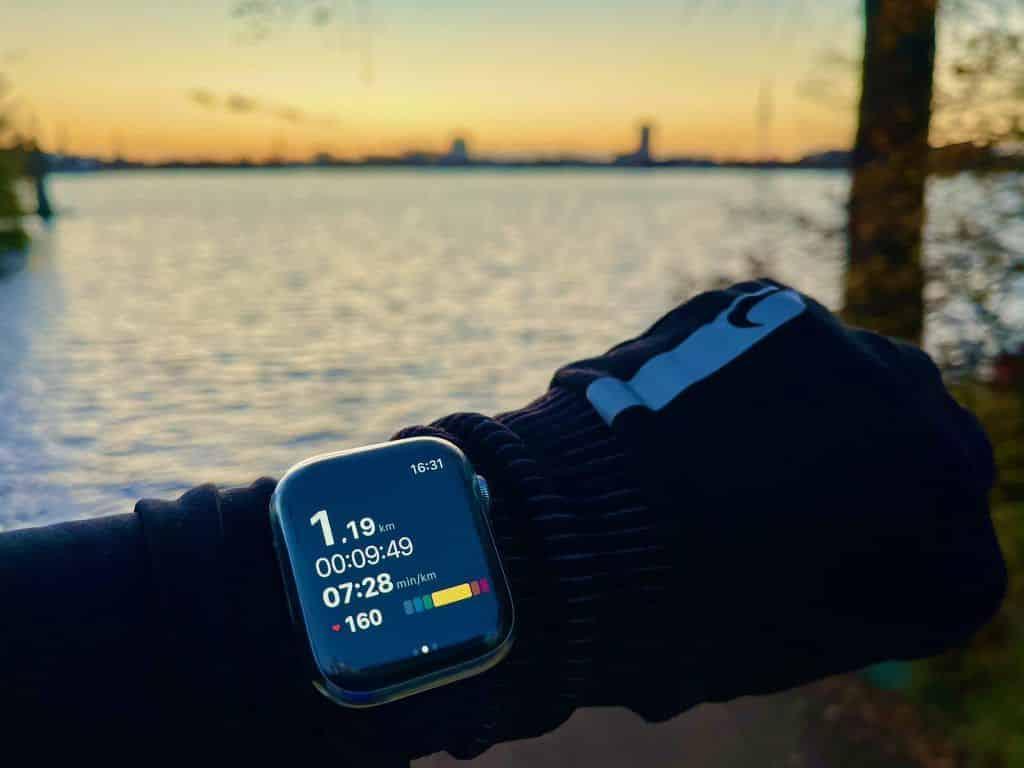 Mein Fazit: Auch wenn die Apple Watch natürlich pur ohne Hülle viel schöner ist, ist eine Schutzhülle dringend empfohlen – sonst ärgert man sich hinterher. Foto: Sascha Tegtmeyer