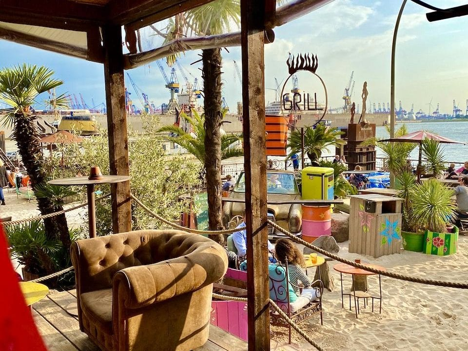Beach Bar an der Elbe – ideal zum Relaxen und Sonne tanken. Foto: Sascha Tegtmeyer