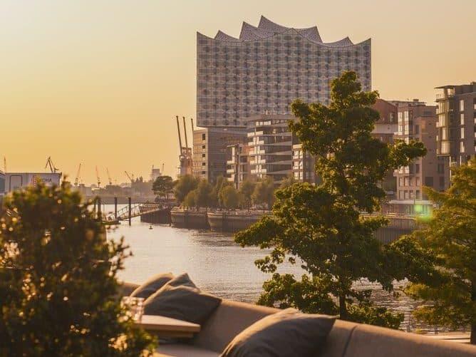 Die Elbphilharmonie ist Hamburgs neues Wahrzeichen – und wird mittlerweile weltweit auch genau so empfunden: Hamburg wurde seit der Eröffnung 2016 in zahlreichen Rankings zu einer der schönsten Städte der Welt gewählt. Foto: Unsplash
