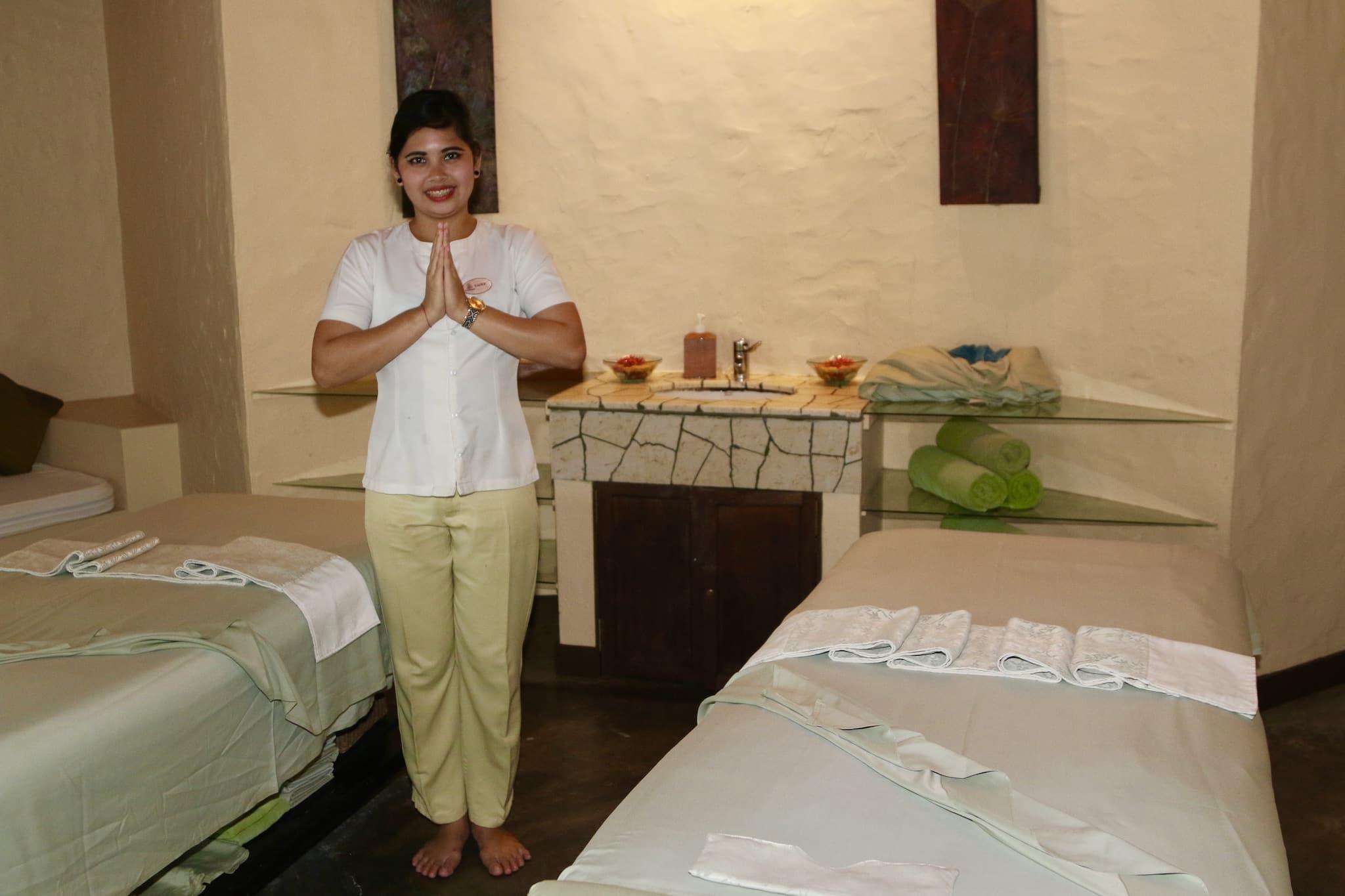 Erholgsfaktor deluxe: Auf den Resortinseln gibt es oftmals Wellness-Center, in denen Massagen und Anwendungen angeboten werden. Foto: Sascha Tegtmeyer Reisebericht Malediven Tipps