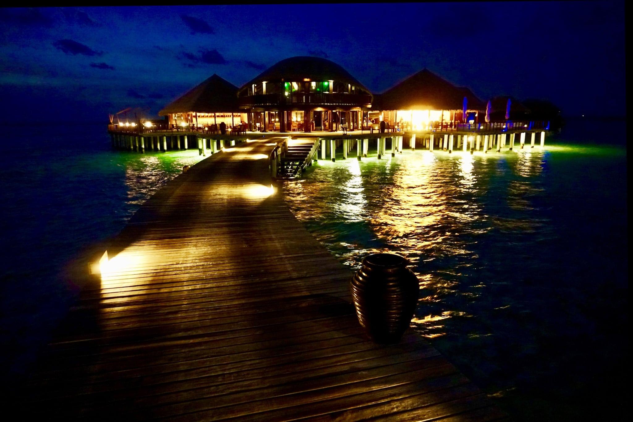 Die Resortinseln der Malediven bieten allen erdenklichen Luxus. Foto: Sascha Tegtmeyer Reisebericht Malediven Tipps