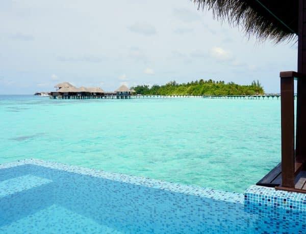 Willkommen auf den Malediven: Wer nach der langen Anreise morgens diesen Ausblick hat, muss sich erst einmal die Augen reiben. Foto: Sascha Tegtmeyer Reisebericht Malediven Tipps