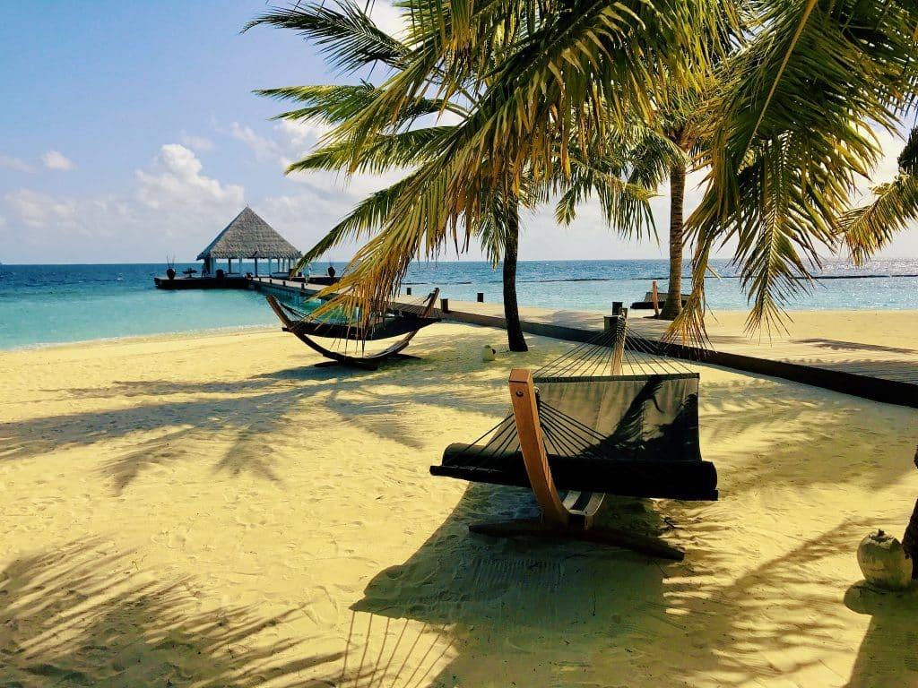 Die Seele baumeln lassen und entspannen: Man muss ja im Malediven-Urlaub gar nicht immer etwas unternehmen. Foto: Sascha Tegtmeyer Reisebericht Malediven Tipps