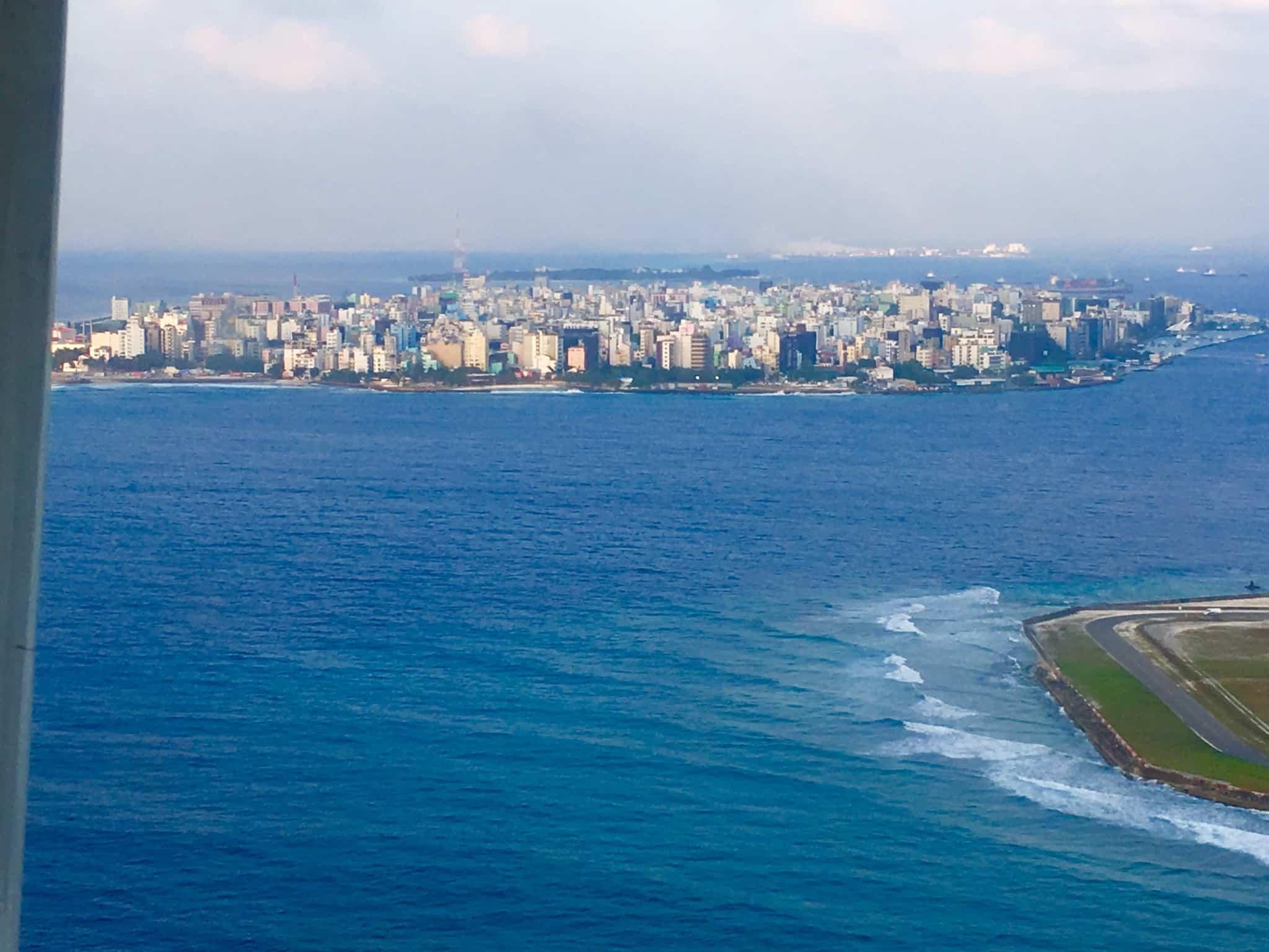 Die Inselhauptstadt Malé: Sie ist das wirtschaftliche Zentrum. Hier leben auch die meisten Malediver. Foto: Sascha Tegtmeyer Reisebericht Malediven Tipps