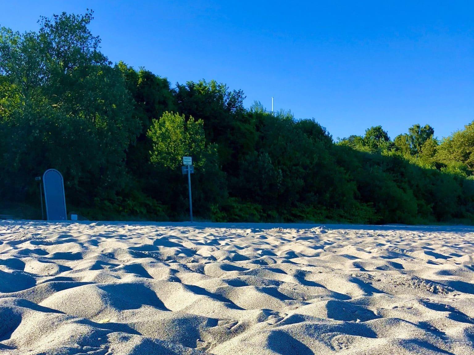 Feiner, weißer Sand: Der Strand von Sierksdorf ist ein herrlicher Sandstrand. Foto: Sascha Tegtmeyer