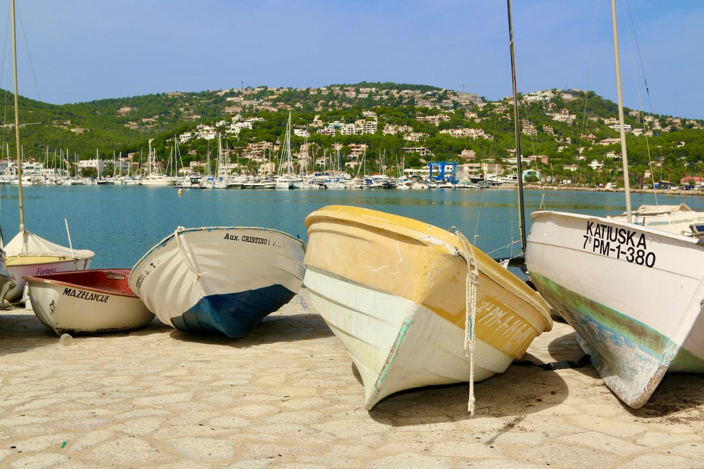 Der Hafen Port d'Andraitx ist ideal zum Flanieren und dank der zahlreichen Restaurants auch optimal, um schön essen zu gehen. Foto: Sascha Tegtmeyer