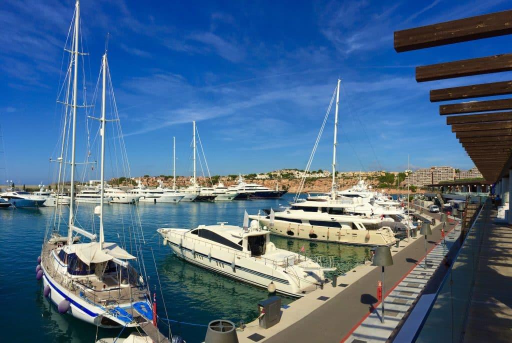 Der Yachthafen von Port Adriano befindet sich im Südwesten von Mallorca bei Santa Ponsa. Foto: Sascha Tegtmeyer