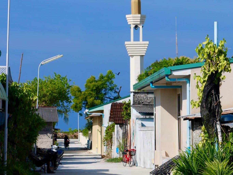 Eine gute Alternative für alle, die mit Budget auf die Malediven reisen wollen: Ein Urlaub auf einer Einheimischeninsel. Foto: Sascha Tegtmeyer einheimischen insel malediven baa atoll