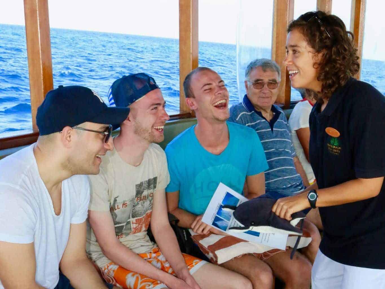 Tauchen auf Coco Palm Dhuni Kolhu: bei der Ausfahrt mit Dhoni ist gute Stimmung an Bord. Foto: Sascha Tegtmeyer Tauchen Baa Atoll Coco Palm Dhuni Kolhu