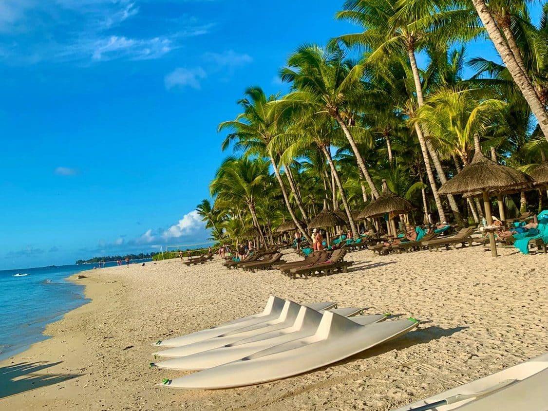 Auf Mauritius kann man wunderbar am Strand joggen gehen. © Sascha Tegtmeyer