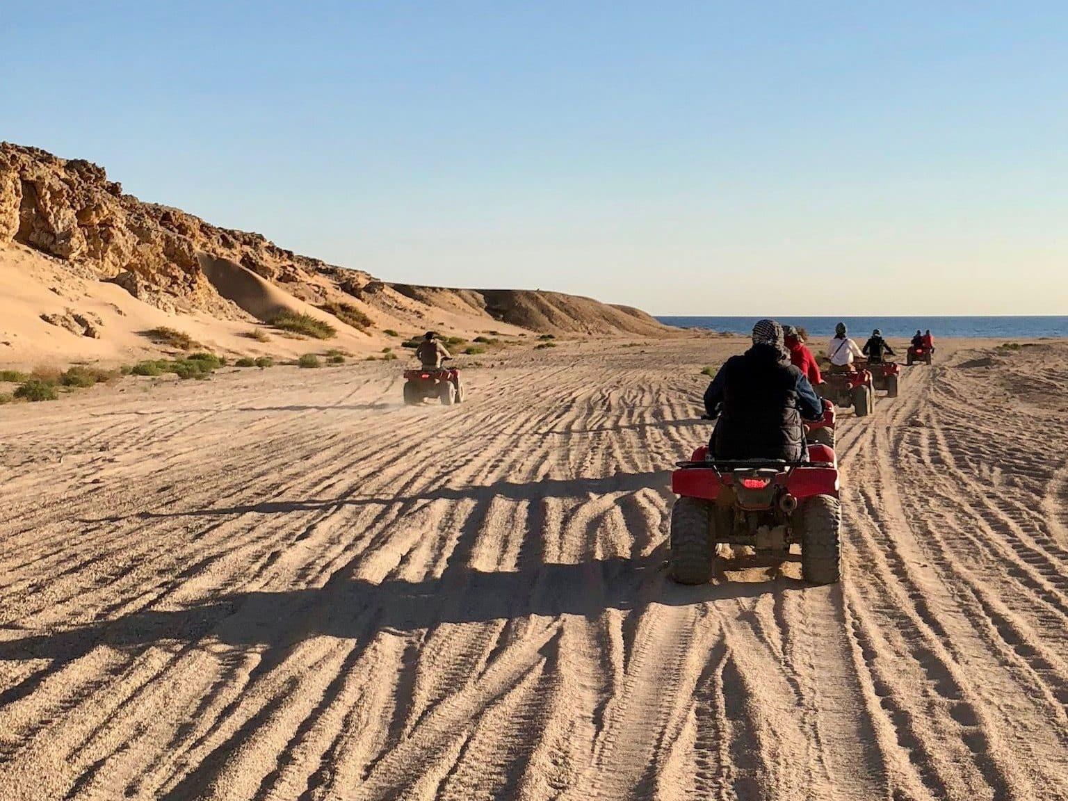 Mit dem Quad geht es von Sharm El Sheik aus ab in die Wüste Sinai. Foto: Sascha Tegtmeyer