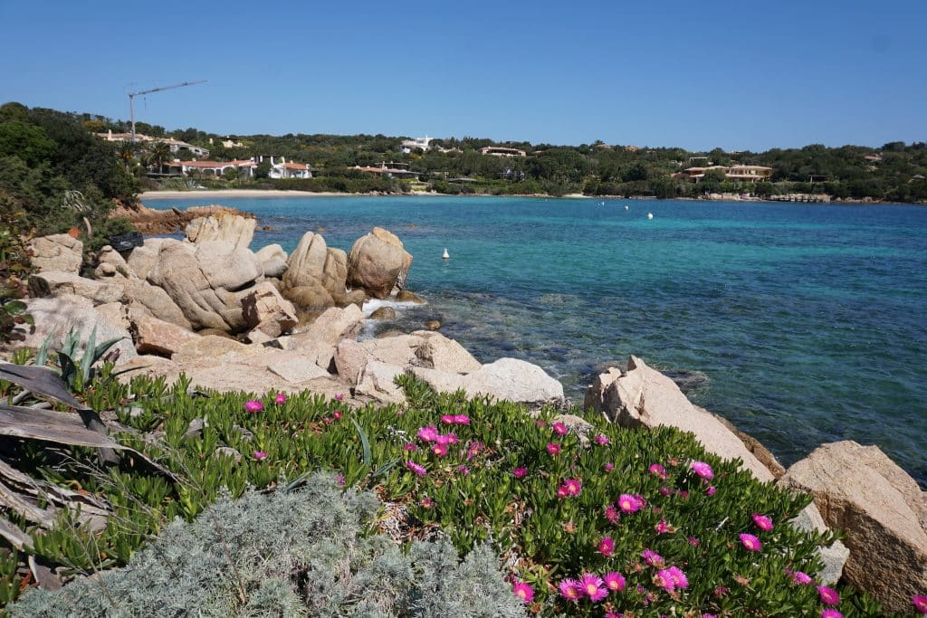 Sardinien ist ideal für günstigen Urlaub geeignet – insbesondere in der Nebensaison kann man viel Geld sparen. Foto: Sascha Tegtmeyer Günstiger Urlaub - Tipps - Günstig Reisen buchen